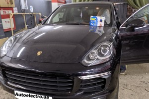 Porsche Cayenne - установка автосигнализации и замка капота