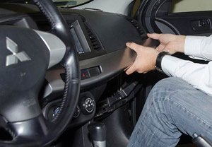Установка GPS маяка под панель приборов авто