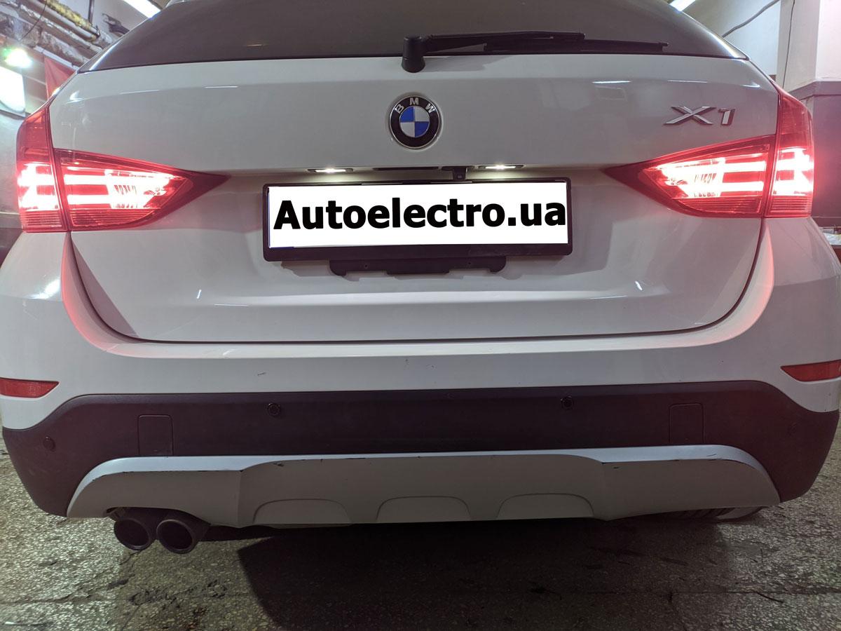 Установка камеры заднего вида и парктроников на BMW X1