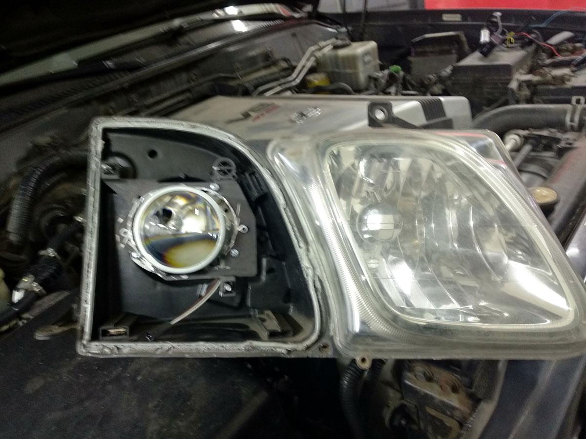 Установка биксеноновых линз на Lexus LX470
