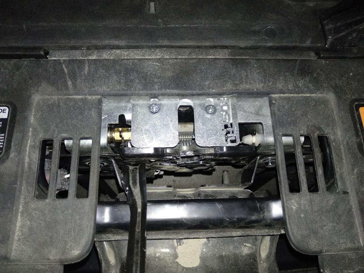 Установка электромеханического замка капота на Mazda CX5