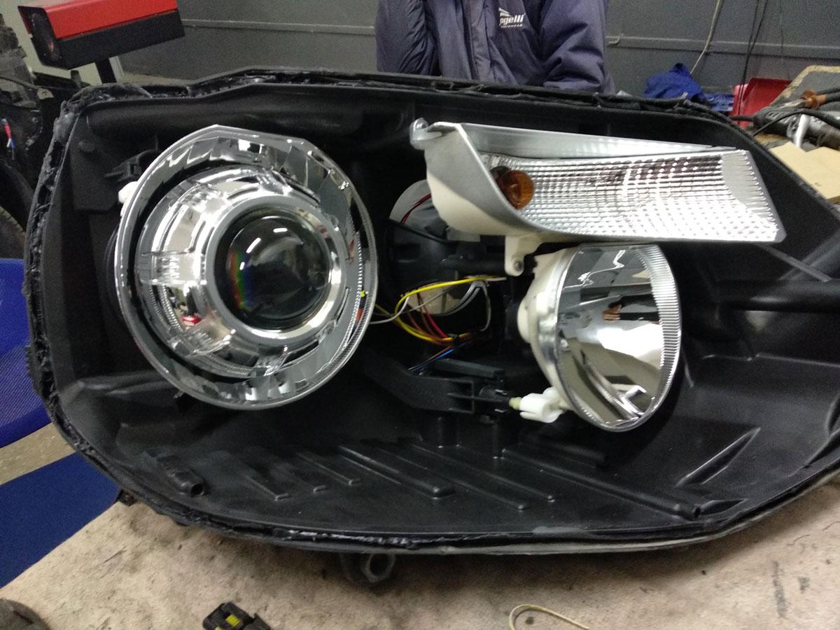 Установка биксеноновых линз Hella на VW T6 Caravelle