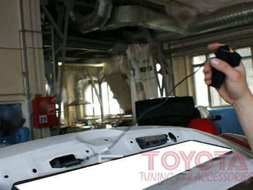 Установка штатной камеры заднего вида на Toyota Camry