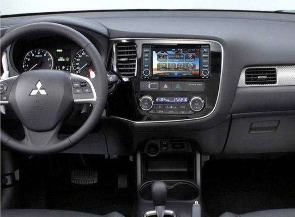 Штатная магнитола на Mitsubishi Outlander 2012